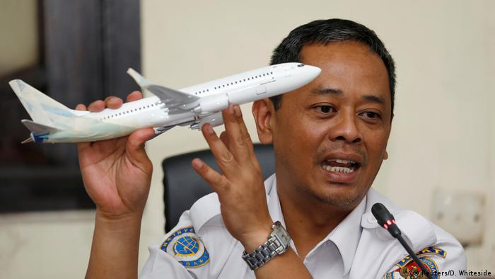Indonesia's National Transportation Safety Committee (KNKT) sub-committee head for air accidents, Nurcahyo Utomo, holds a model airplane while speaking during a news conference on its investigation into a Lion Air plane crash last month, in Jakarta, Indonesia November 28, 2018 (Reuters/D. Whiteside)