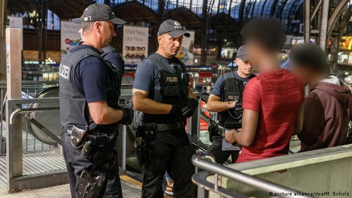 """""""Avrupa genelinde ırkçı polis kontrolleri yasaklansın"""""""