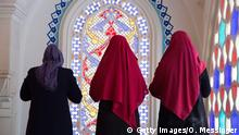 Frauen beten in der Sehitlik-Moschee in Berlin (Getty Images/O. Messinger)