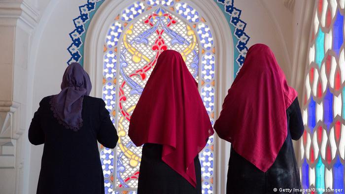 Muzułmanki modlące się w berlińskim meczecie Sehitlik