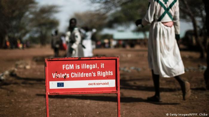 Uganda - Schild gegen FGM