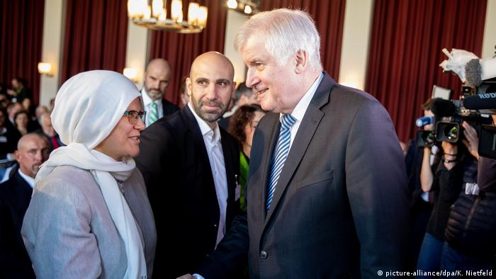 German interior minister Horst Seehofer at the German Islam Conference 2018 (picture-alliance/dpa/K. Nietfeld)