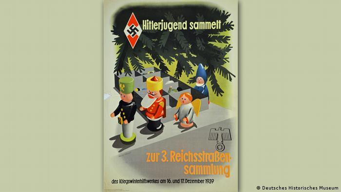 Plakat der Hitlerjugend aus dem Jahre 1939, das Weihnachtsschmuck vor grünen Tannenzweigen zeigt (DHM)