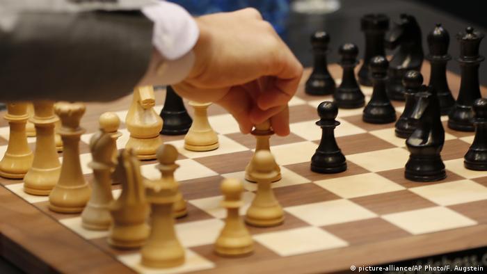 Schachweltmeisterschaft 2018   Magnus Carlsen vs. Fabiano Caruana   Tie-Break (picture-alliance/AP Photo/F. Augstein)