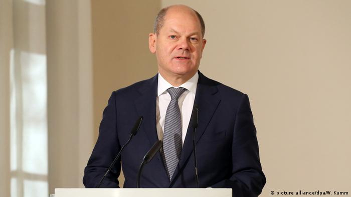 Scholz speaks in a room