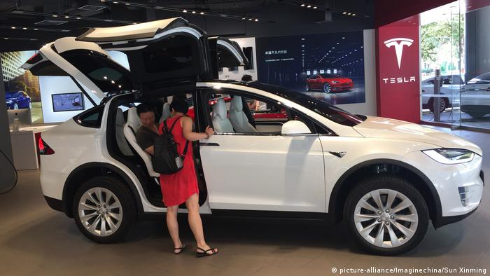 China Wuhan Tesla Modell X (picture-alliance/Imaginechina/Sun Xinming)