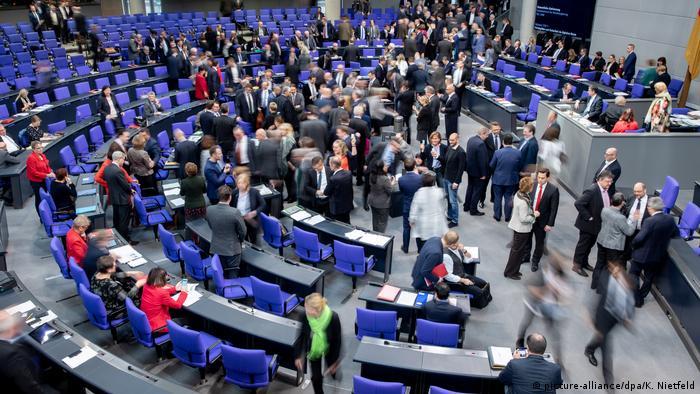 Bundestag Abstimmung Grundgesetzänderung für Schul-Digitalisierung (picture-alliance/dpa/K. Nietfeld)