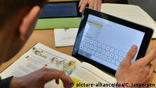 Deutschland Tablets in Schulen (picture-alliance/dpa/C. Jaspersen)