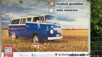 Χαρακτηριστικό στιγμιότυπο από παλαιότερη ενημερωτική καμπάνια για το AIDS στη Γερμανία