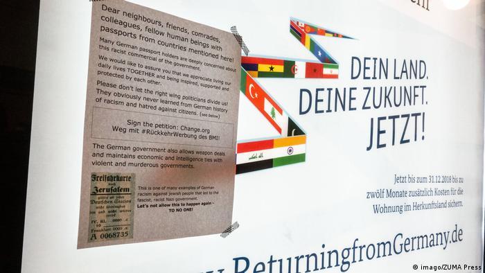 Umstrittenes Plakat des Innenministeriums Freiwillige Rückkehr von Migranten