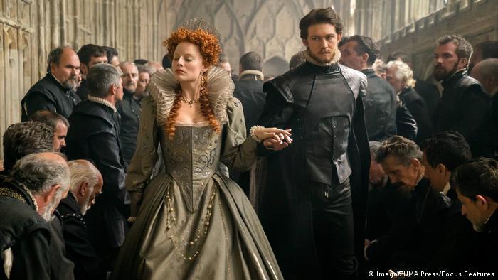 فیلم مری، ملکه اسکاتها سرگذشت مری استوارت، ملکه اسکاتلند را روایت میکند. مارگوت روبی برای ایفای نقش ملکه الیزابت در این فیلم شایسته نامزدی بهترین نقش مکمل زن شناخته شد. این فیلم در مجموع در سه بخش بفتا نامزد جایزه شده است.