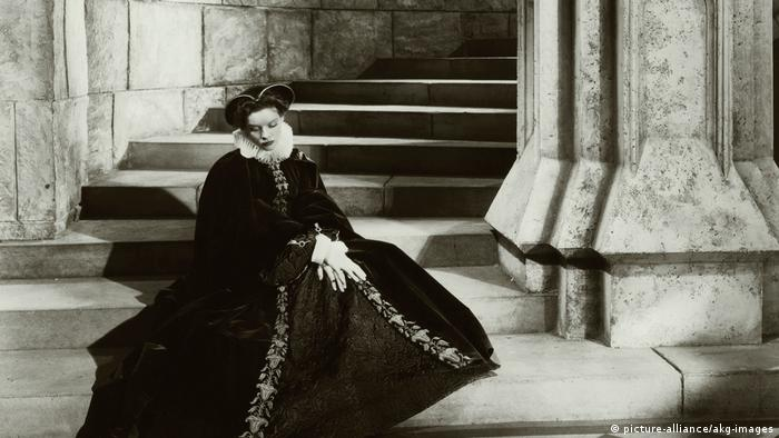 Katharine Hepburn as Mary Stuart (picture-alliance/akg-images)