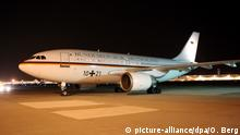 German Chancellor Angela Merkel's plane at Cologne/Bonn airport (picture-alliance/dpa/O. Berg)