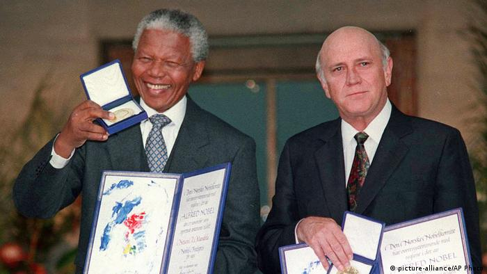 Nelson Mandela and FW de Klerk (picture-alliance/AP Photo)
