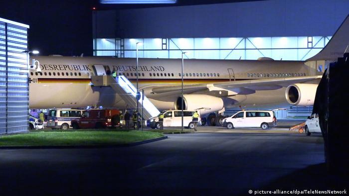 Deutschland Flughafen Köln/Bonn - Kanzlerin Merkel muss Flug zu G20 unterbrechen