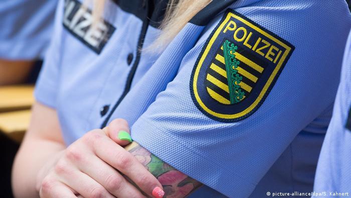 Курсантка школы земельной полиции в Саксонии во время занятий в летней форме