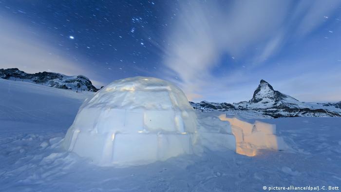 Ein Iglu unterm Sternenhimmel | Hotel-Igloo Village Zermatt Schweiz (picture-alliance/dpa/J.-C. Bott)