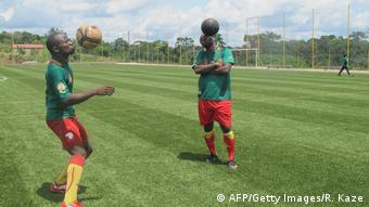 Cameroonian football players training (AFP/Getty Images/R. Kaze)