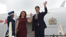 29.11.2018 *** Canada's Prime Minister Justin Trudeau and his spouse Sophie Gregoire Trudeau wave as they arrive ahead of the G20 leaders summit in Buenos Aires, Argentina November 29, 2018. Argentine G20/Handout via REUTERS ATTENTION EDITORS - THIS IMAGE WAS PROVIDED BY A THIRD PARTY.