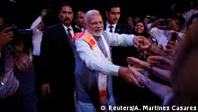 29.11.2018 *** Indian Prime Minister Narendra Modi greets attendees at the end of a sideline event ahead of the Group 20 summit called Yoga por la paz (Peace through Yoga) in Buenos Aires, Argentina, November 29, 2018. REUTERS/Andres Martinez Casares