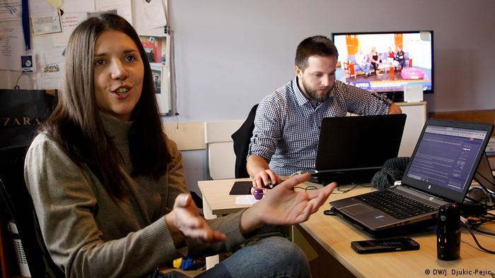 Kosovo - Redaktion Nachrichten Portal Kossev - Milica Radovanovic (DW/J. Djukic-Pejic)