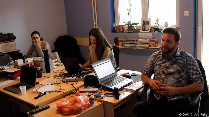 Kosovo - Redaktion Nachrichten Portal Kossev (DW/J. Djukic-Pejic)