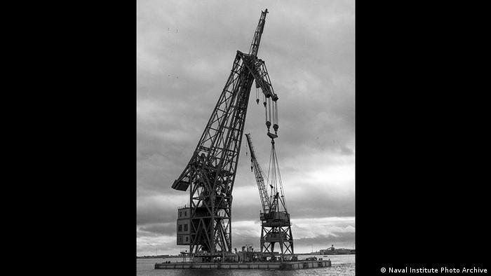 Cuando acabó la Segunda Guerra Mundial, Estados Unidos, Gran Bretaña y la Unión Soviética acordaron repartirse las 4 grúas alemanas como trofeos de guerra, entre ellas la Schwimmkran No. 1, construida en 1941, en el puerto de Bremen.n.