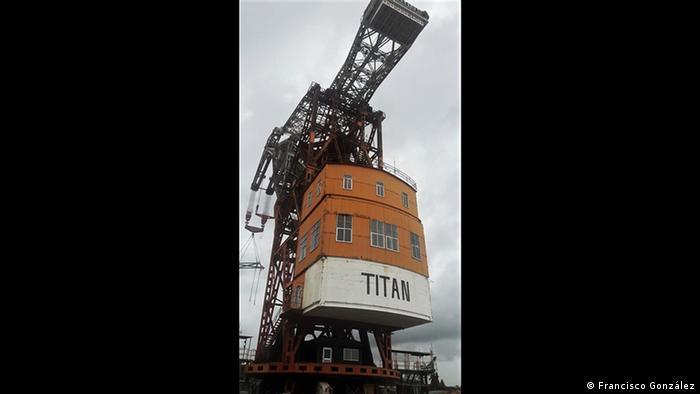 Desde 1996 a la fecha, Titán, el nombre definitivo que adoptó, opera en las aguas del Canal de Panamá. Es capaz de alzar un peso de hasta 340 toneladas, por tanto, se usa especialmente para levantes pesados, como las compuertas de las esclusas, grúas e incluso puentes.