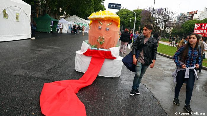 A figure of Trump made of recycled material sits in the middle of the street in Buenos Aires (Reuters/P. Olivares)