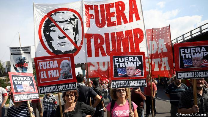 G20 Buenos Aires Protestmarsch Anti Trump Plakate