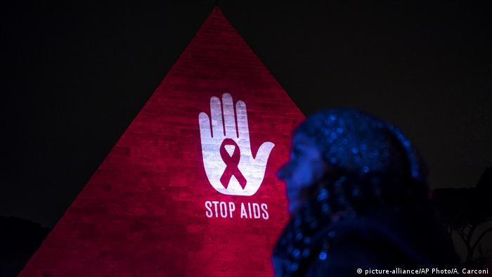 Italien Welt AIDS Tag (picture-alliance/AP Photo/A. Carconi)