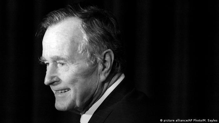 Ex-US-Präsdient George H.W. Bush gestorben (picture alliance/AP Photo/M. Sayles)