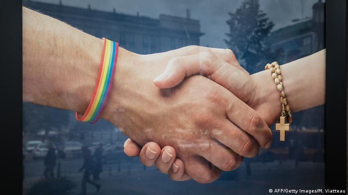 Symbolbild Katholische Kirche Homosexuelle Plakat Polen