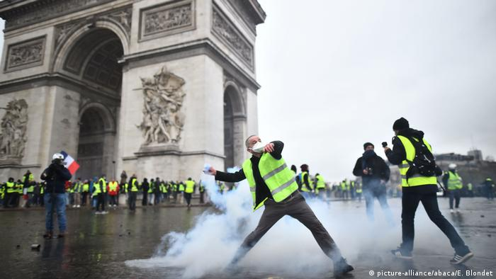 Frankreich Gelbwesten-Protest in Paris (picture-alliance/abaca/E. Blondet)
