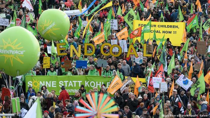 Deutschland Demonstration - Kohle Stoppen - Klimaschutz jetzt (picture-alliance/dpa/H. Kaiser)