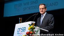 01.12.2018, Nordrhein-Westfalen, Düsseldorf: Alfons Hörmann, Präsident des DOSB spricht auf der Mitgliederversammlung des Deutschen Olympischen Sportbundes. Foto: Guido Kirchner/dpa +++ dpa-Bildfunk +++ | Verwendung weltweit