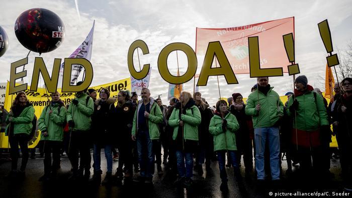 Покладіть край вугіллю! - напис на протесті у Берліні