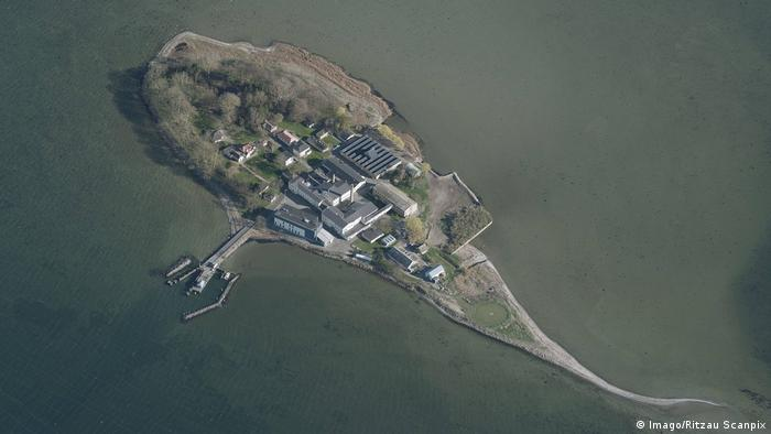جزيرة ليندهوم الدنماركية حيث أقيم مركز ترحيل اللاجئين