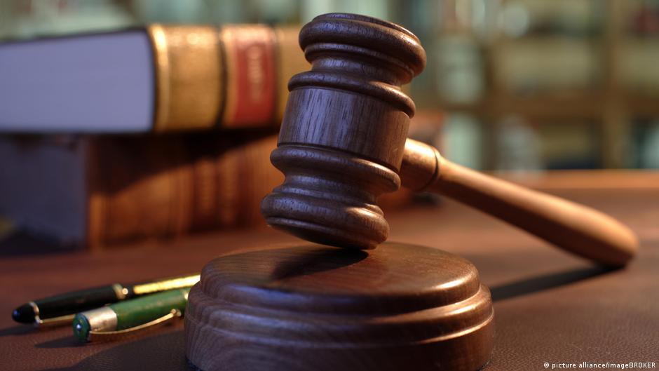 Symbolbild Justiz Gericht Richterhammer