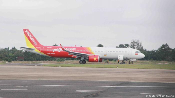 VietJet crew and pilots sanctioned after front wheel problems in hard landing