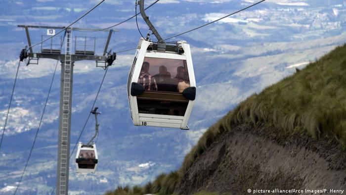 """Uno de los teleféricos más altos del mundo se encuentra en Quito. El llamado """"TelefériQo"""" conecta la ciudad a 3.500 metros con la montaña Cruz Loma, que está a casi 4.000 metros sobre el nivel del mar."""