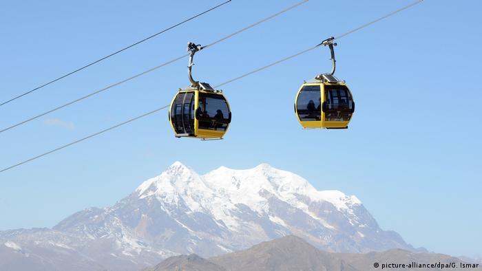 El teleférico más largo del mundo se encuentra en La Paz. El sistema de transporte completo se extiende por más de 30 kilómetros y transporta a unos 159,000 pasajeros por día.