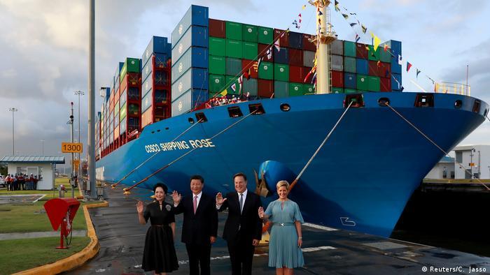 Panama Besuch Xi Jinping Cosco Containerschif (Reuters/C. Jasso)