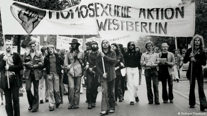 Гей-активисты из организации Homosexuelle Aktion Westberlin (HAW), июнь 1973 года