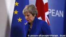 British Prime Minister Theresa May leaves the stand after a media conference in Brussels, Sunday, Nov. 25, 2018. European Union gathered on Sunday to seal an agreement on Britain's departure from the bloc next year, the first time a member country will have left the 28-nation bloc. (AP Photo/Alastair Grant) |