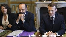 27.11.2018, Frankreich, Paris: President Emmanuel Macron, Prime Minister Edouard Philippe, Minister for Health and Solidarity Agnes Buzyn posing ahead of a meeting to present a 10-year energy plan for the ecology transition at the Elysee Palace in Paris, France on November 27, 2018. POOL/Blondet Eliot/MAXPPP France Paris Foto: Pool/Blondet Eliot/Maxppp/MAXPPP/dpa |