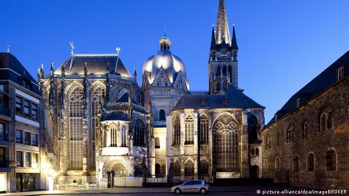 Cathédrale d'Aix-la-Chapelle la nuit (Image Alliance / dpa / imageBROKER)
