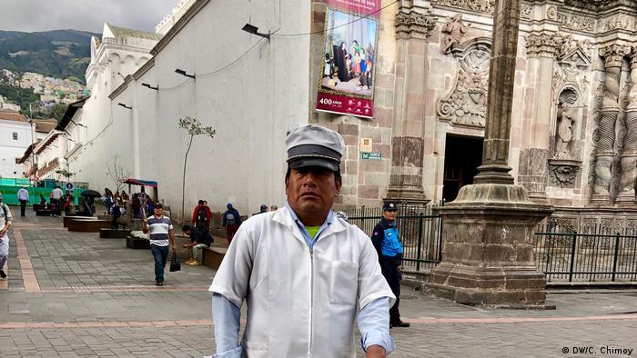 Tradicional vendedor del famoso ponche quiteño, que se hace a base de huevos y malta.