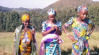 Nigeria | Fulani Mädchen in Mambilla