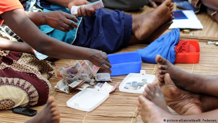 Afrika | Mobile money (picture-alliance/dpa/B. Pedersen)